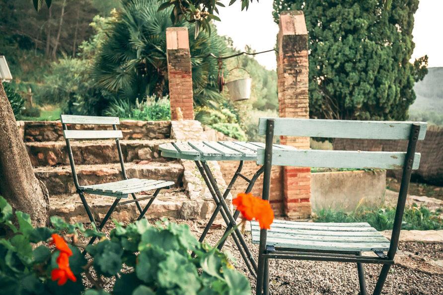 sillas exterior masia Mas d'en Giralt
